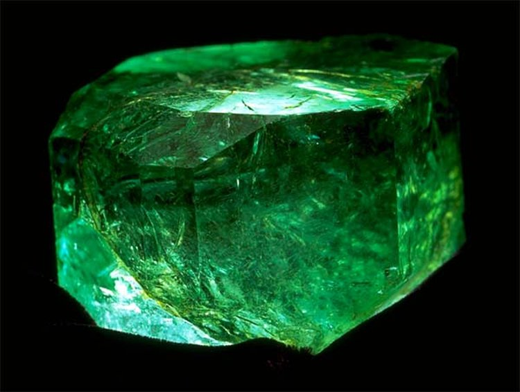 Miners Seek Coveted 'AO' Status for Colombian Emeralds, Claim They're Geographically Unique